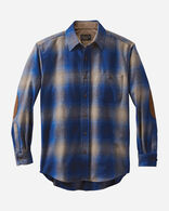 MEN'S FITTED ELBOW-PATCH TRAIL SHIRT IN TAN/BLUE OMBRE