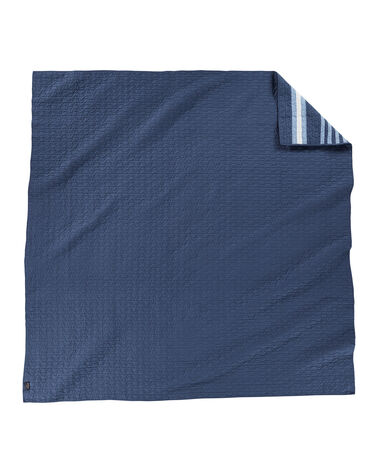 ALTERNATE VIEW OF CREEKSIDE PIECED QUILT IN INDIGO