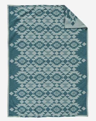 ADDITIONAL VIEW OF YUMA STAR ORGANIC COTTON BLANKET IN SKY