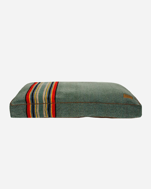 LARGE YAKIMA CAMP DOG BED IN HEATHER GREEN          0