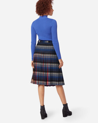 ADDITIONAL VIEW OF REVERSIBLE SKIRT IN BLUE PLAID/RED PLAID