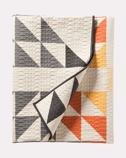 ARROWHEAD PIECED QUILT SET IN IVORY