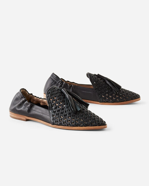 TRANCE TASSEL FLATS IN BLACK