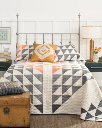 ADDITIONAL VIEW OF ARROWHEAD PIECED QUILT SET IN IVORY