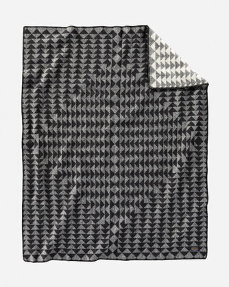 ADDITIONAL VIEW OF NOVA THROW IN CHARCOAL/WHITE