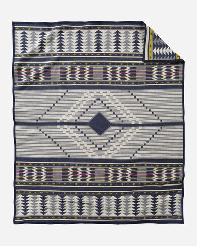 SPIRIT SEEKER BLANKET IN NAVY