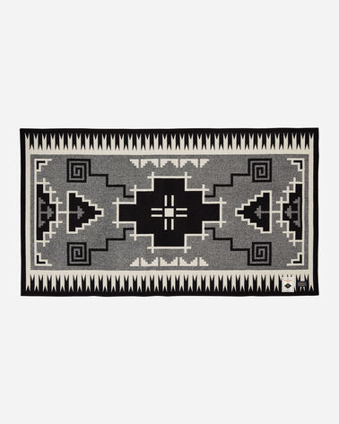 NASKAN SADDLE BLANKET IN BLACK/IVORY