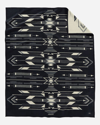 TSI MAYOH BLANKET IN BLACK/WHITE