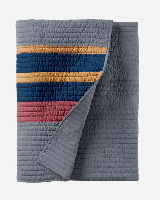 YAKIMA CAMP PIECED QUILT SET IN LAKE