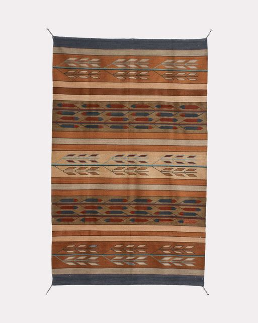 Hand-Stitched Home: Projects to sew with Pendleton & other wools [Susan Beal] on operaunica.tk *FREE* shipping on qualifying offers. year-old Pendleton Mill's has heirloom style. In Hand-Stitched Home you will enjoy 25 colorful and stylish.