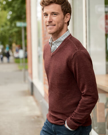 ADDITIONAL VIEW OF MEN'S MAGIC-WASH MERINO V-NECK PULLOVER IN RUST