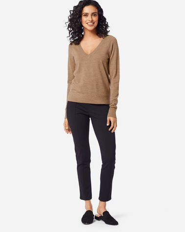WOMEN'S TIMELESS MERINO V-NECK SWEATER IN CAMEL HEATHER