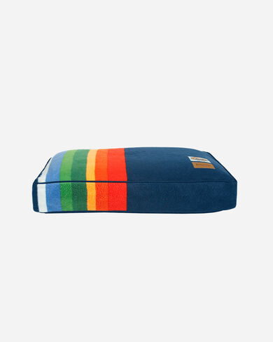 CRATER LAKE NATIONAL PARK DOG BED IN SIZE SMALL
