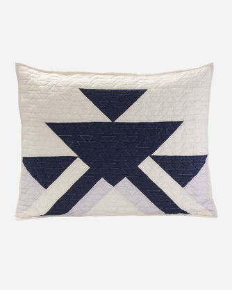 GOOSE LAKE PIECED QUILT SET IN IVORY/NAVY