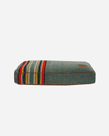 SMALL YAKIMA CAMP DOG BED IN HEATHER GREEN          0